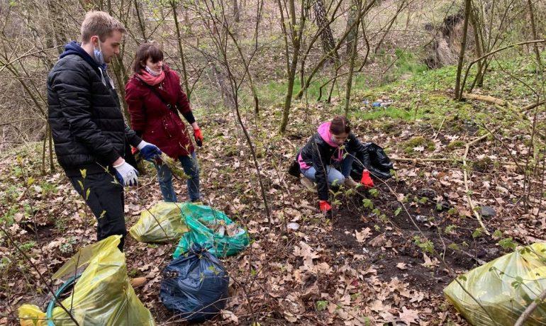 Sprzątanie lasu na Rudunkach